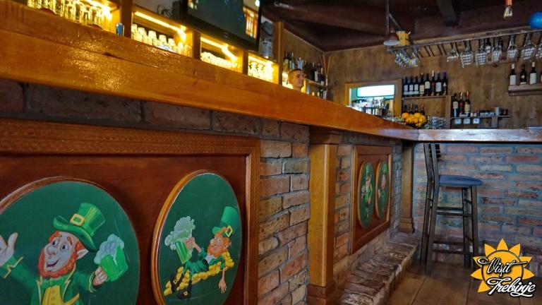 Dublin Pub Unutra (3).JPG